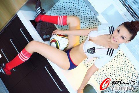 中俄混血足球宝贝性感出击 清爽靓照图片
