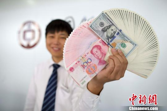 """中国外储实现""""十一连升"""" 2017年涨4.3%扭转两年跌"""