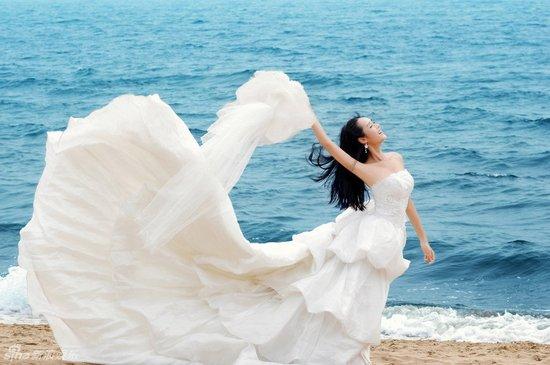 拍海边婚纱照?选择婚纱有学问!
