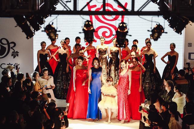 鼎行第二季模特发布会:《红show》