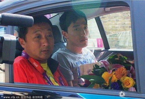 刘翔飞离伦敦14日抵达上海 翔爸:去学校看他