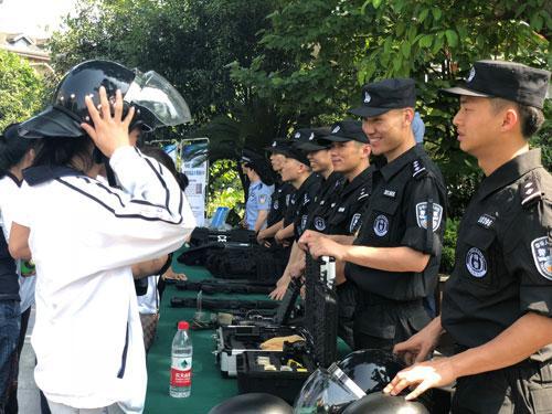 渝中警方与求精中学共建示范点 推进平安校园建设
