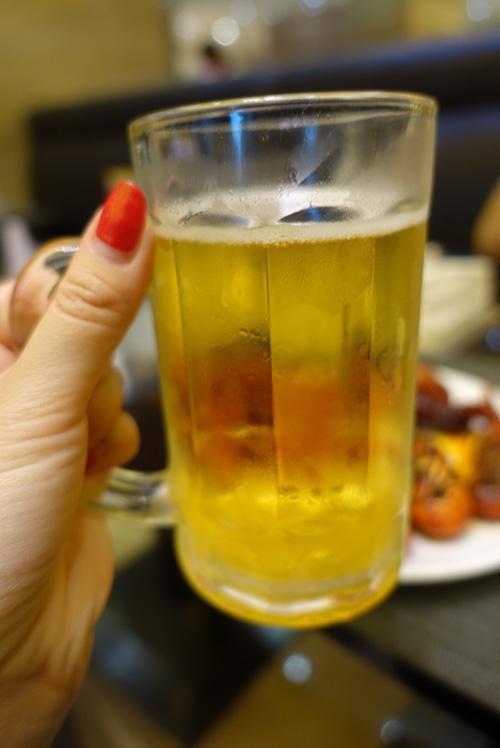 仲夏宵夜良伴 来雾都宾馆吃烧烤小龙虾配鲜酿啤酒