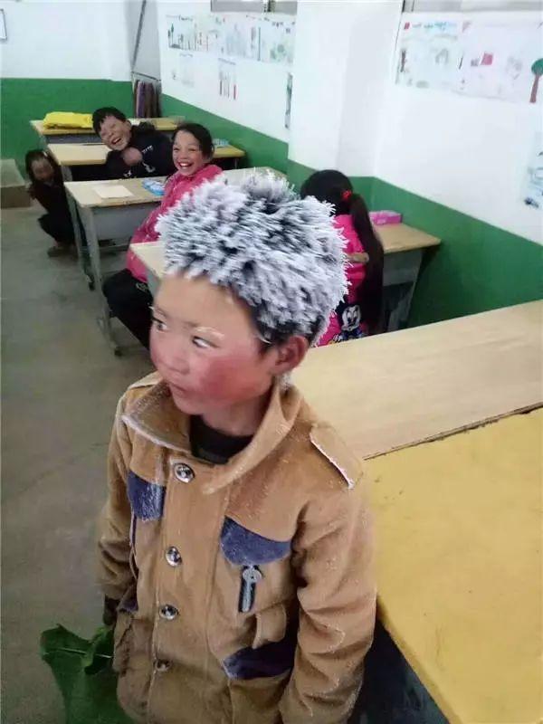 """""""冰花男孩""""何时与我们相忘于温暖教室?"""