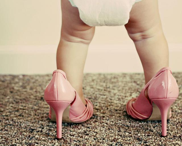 鞋子顶脚是小了吗
