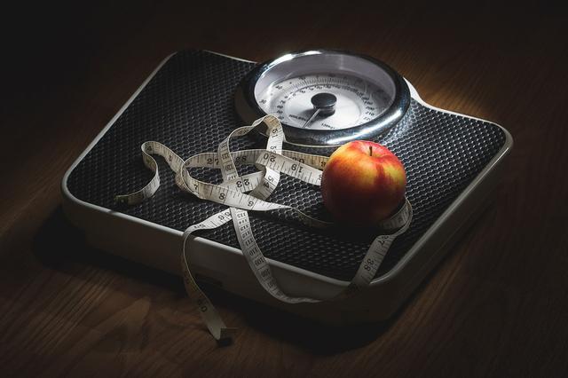 """高中女生减肥暴瘦成""""纸片人"""" 却被查出脂肪肝"""