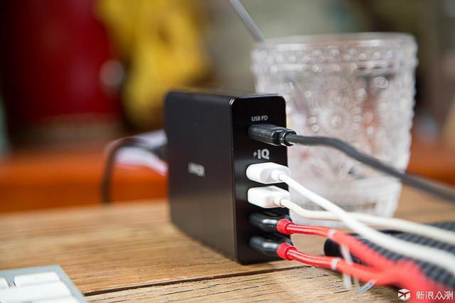 这个充电器一次喂饱你所有的苹果设备