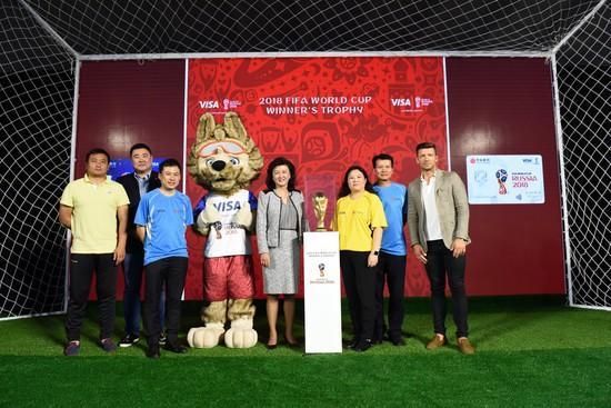 大力神杯造访中国 中信FIFA 2018世界杯卡首发