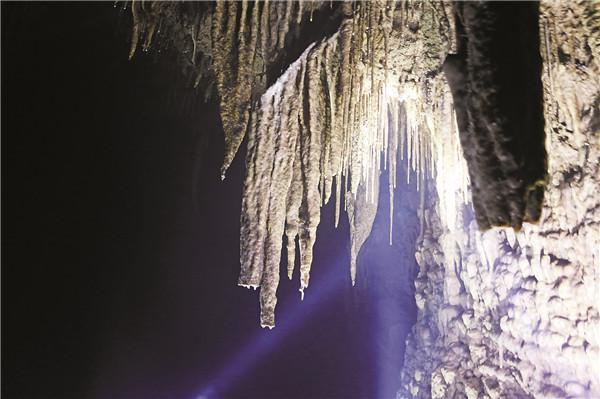 丰都:探寻溶洞秘境 发现别样美景