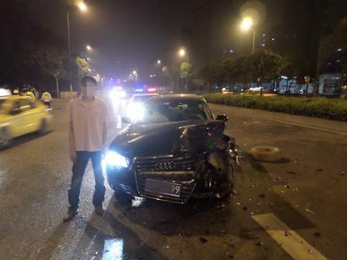 男子借来奥迪A8当婚车 酒后开出去显摆出车祸