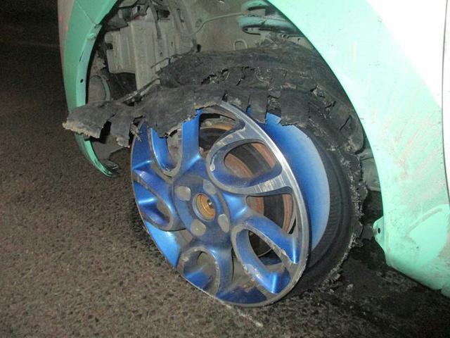 男子醉驾车胎爆了未察觉 轮胎磨得只剩轮毂