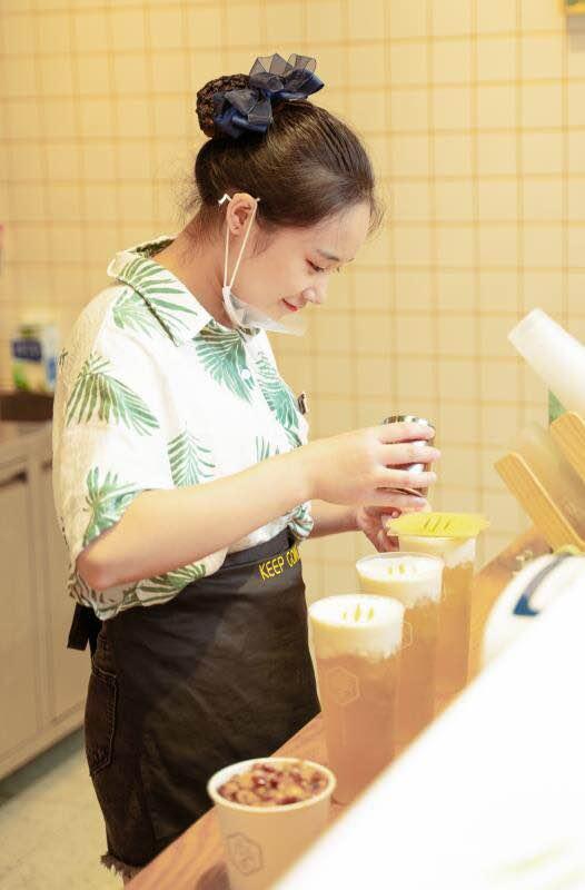 非茶入驻新光里 能喝到榴莲肉的招牌奶盖快来打卡!