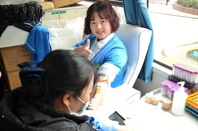新桥医院医护人员半日爱心献血10000毫升