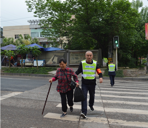 巴南警方联合运输公司 开展马路志愿服务劝导活动