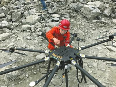 茂县山体垮塌救援队地毯式搜索 三维激光扫描现场