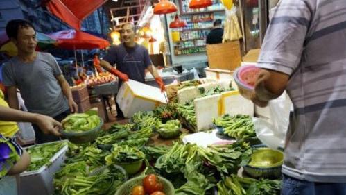 """国庆节前""""菜篮子""""量足价稳 猪肉价格年内料难抬头"""