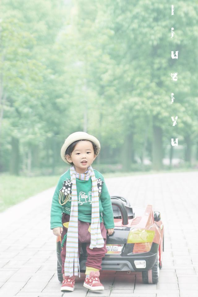 《宝贝独立日》名牌装 孩子需不需要太时尚?