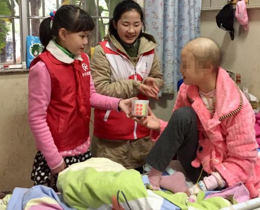 共筑快乐城堡 感恩节同龄小伙伴走进肿瘤患儿病房