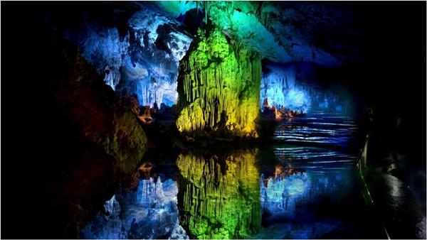武隆发现神秘洞穴 探险队深入探秘