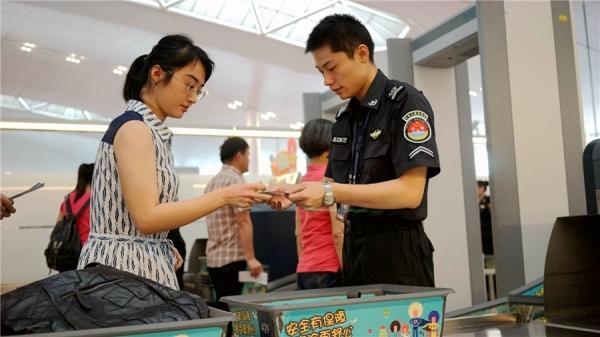 """重庆机场推出""""行李开包自助服务系统"""""""