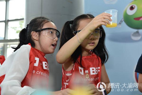 """30名小学生变身""""化学家"""" 探索分析果蔬成分"""