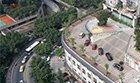 重庆一建筑屋顶是马路