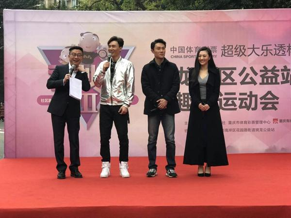 《铁血军魂》将登陆重庆卫视 主创进社区玩游戏