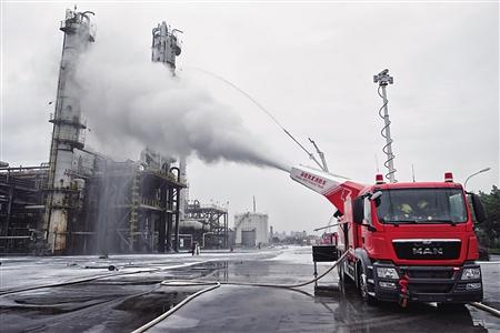 涡喷消防车3分钟稀释 2000平方米范围内浓烟
