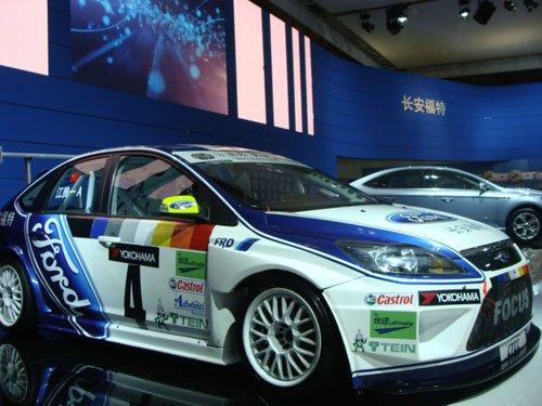 长安福特全新喷涂赛车首次亮相重庆车展