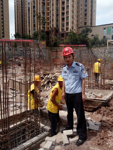 """九龙坡区民警贺宗明:当好民营经济发展的""""排雷手"""""""