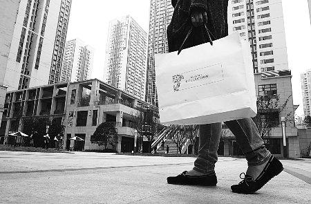 名牌购物袋网上热销 白领用爱马仕纸袋拎早餐