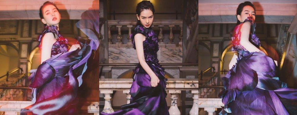 戚薇身穿紫色花瓣裙明艳动人,宛如一抹绽放的鸢尾花