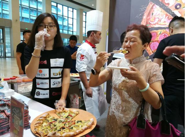刷脸就可购物 今年中国零售商大会上的新技术厉害了