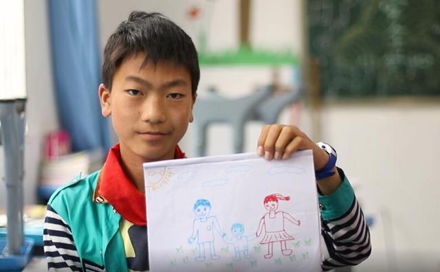 农村孩子的六一梦想:渴望拍一张全家福