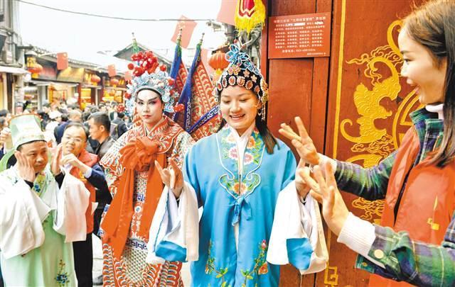 沙坪坝:游客体验传统文化