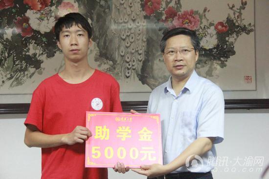 为照顾奶奶 铜梁小伙选择复读就近考上重庆大学