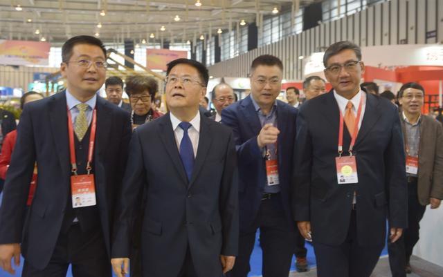 两岸产业融合发展 华硕新品惊艳峰会