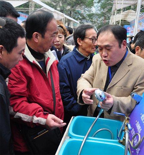 重庆专利周:不需洗洁精 特制喷头能除油污