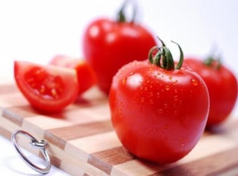 吃西红柿当心两件事