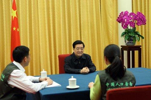 图文:胡锦涛参加第六次全国人口普查登记