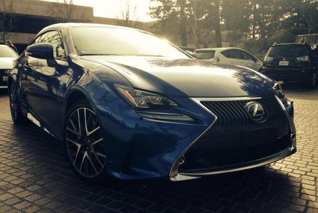 新车还是换上了专属的10福条样式的轮毂,双色的设计具有出色的视觉效果