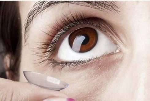 隐形眼镜真的碎在眼睛里怎么办