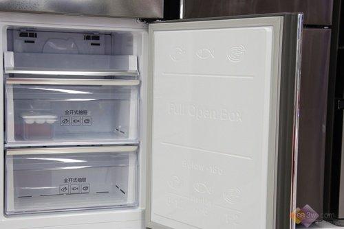 三星新三门冰箱采用了智能变频压缩机,全面提升冰箱的制冷效果,大大图片