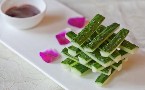 吃沙拉还越吃越胖 可能是沙拉酱没选对