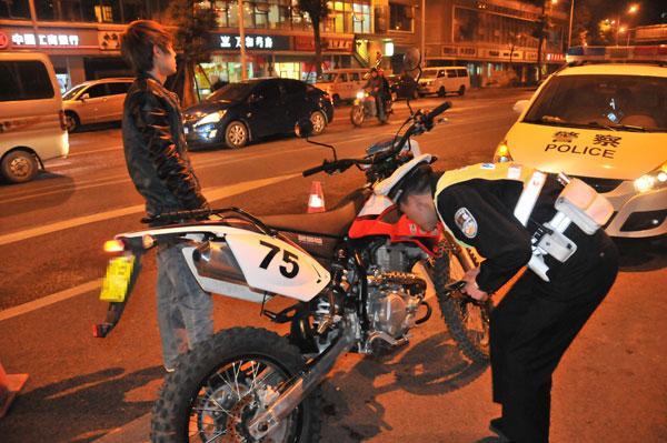 16条路段飚车要当心 重庆交巡警将严查