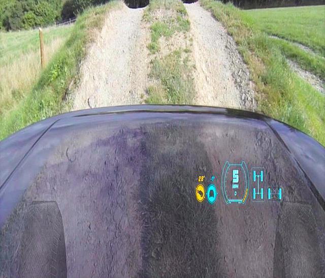 路虎机器盖透明系统除盲区 轻松看车头路况