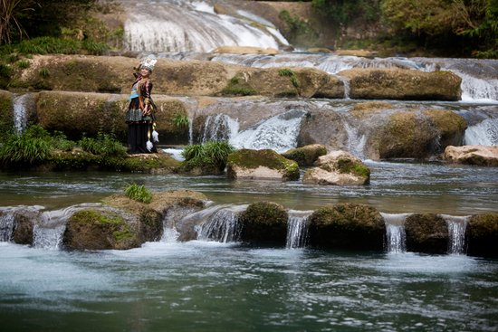 荔波小七孔景区——68级叠水瀑布-在矿泉水中 湿身 荔波打造100 纯净图片