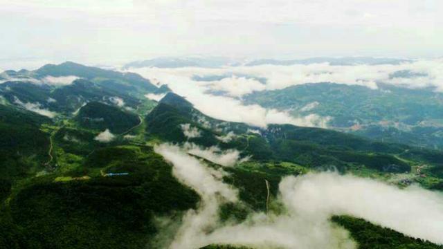 风雨过后 丰都仙女湖镇轿子山现云海美景