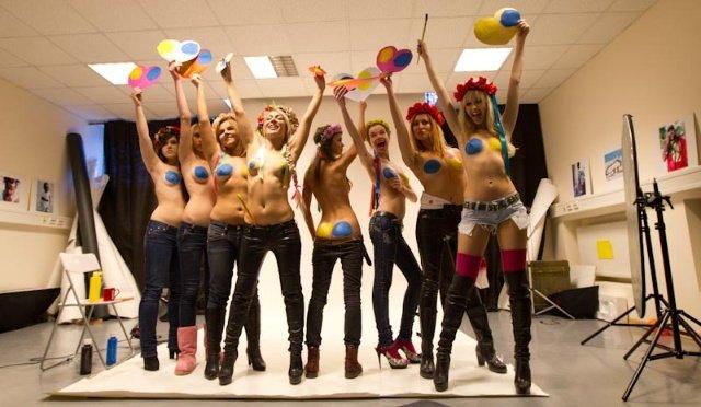 裸身庆祝情人节 实拍乌克兰美女人体彩绘