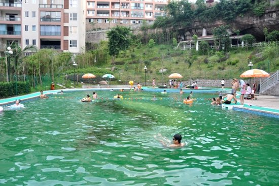 金泉·阳光花园小区游泳池正式开放